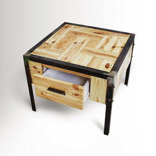 שולחן סלון קטן עם מגירה