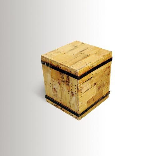 """קובייה מעוצבת כשולחן צד או לישיבה בגובה 45 ס""""מ"""